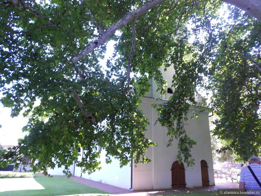 Нижняя церковь - Св. апостола Петра и Павла -  Сремски Карловци