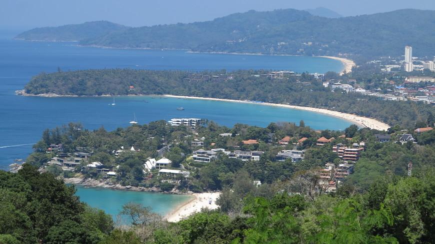 Вид с горы на пляжи Ката Ной, Ката и Карон