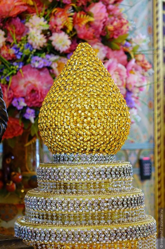 У Золотого Будды красиво. Сфотографировать хочется все!
