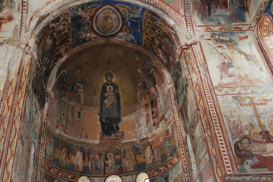Старинные фрески в монастыре. Заза сказал, что их тоже будут реставрировать