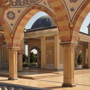 05. В центр города находится мечеть «Сердце Чечни», скандально известная по конкурсу «Россия-10».