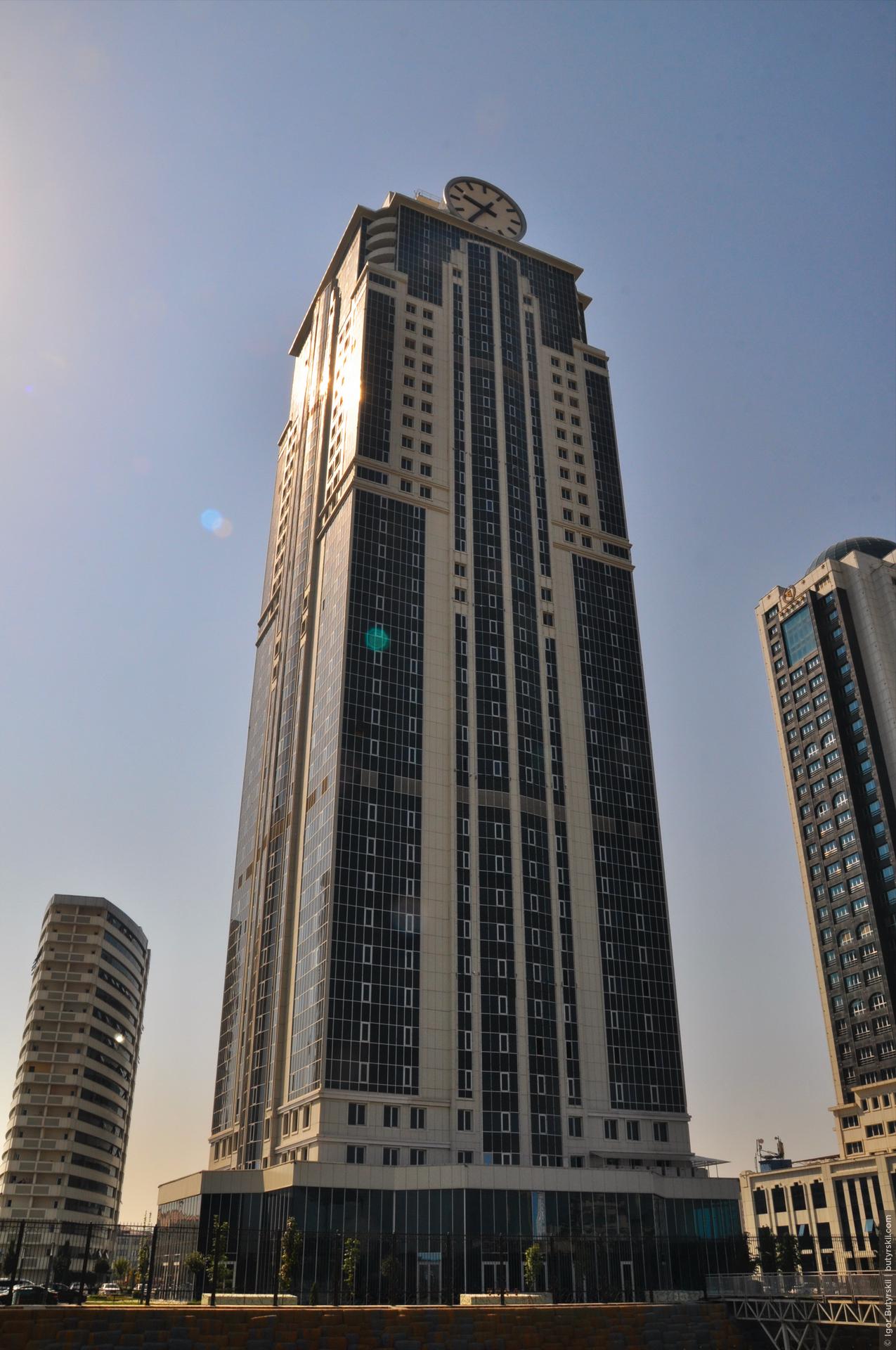 11. Башня, носившая до пожара название «Олимп», была переименована в «Феникс». Сорокаэтажный небоскреб является самым высоким в городе, регионе, да и на всем юге России., Грозный
