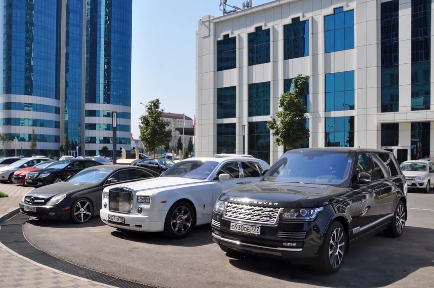 14. Интересно, что большинство дорогих машин в Чечне (да и на всем Северном Кавказе) ездят на московских номерах.