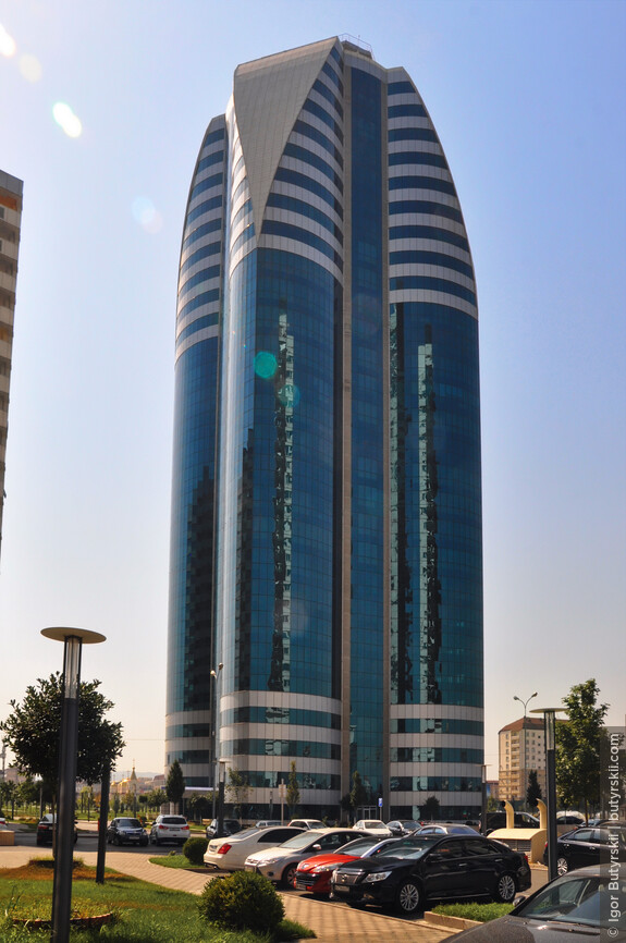 15. Офисный центр. Дизайн сделан в стилистике ближневосточных небоскребов, аналогичные башни можно легко встретить в Дубае.