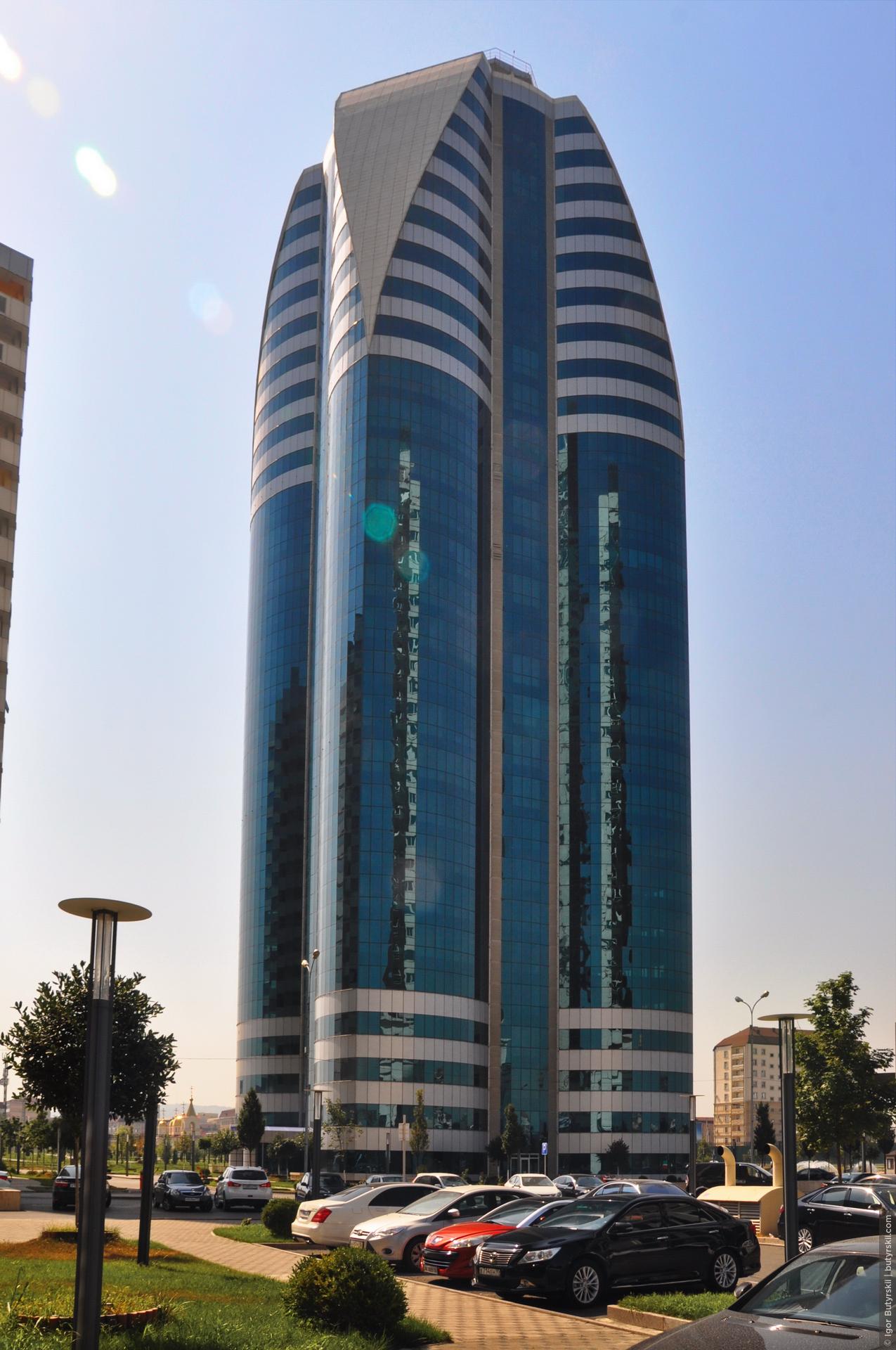 15. Офисный центр. Дизайн сделан в стилистике ближневосточных небоскребов, аналогичные башни можно легко встретить в Дубае., Грозный
