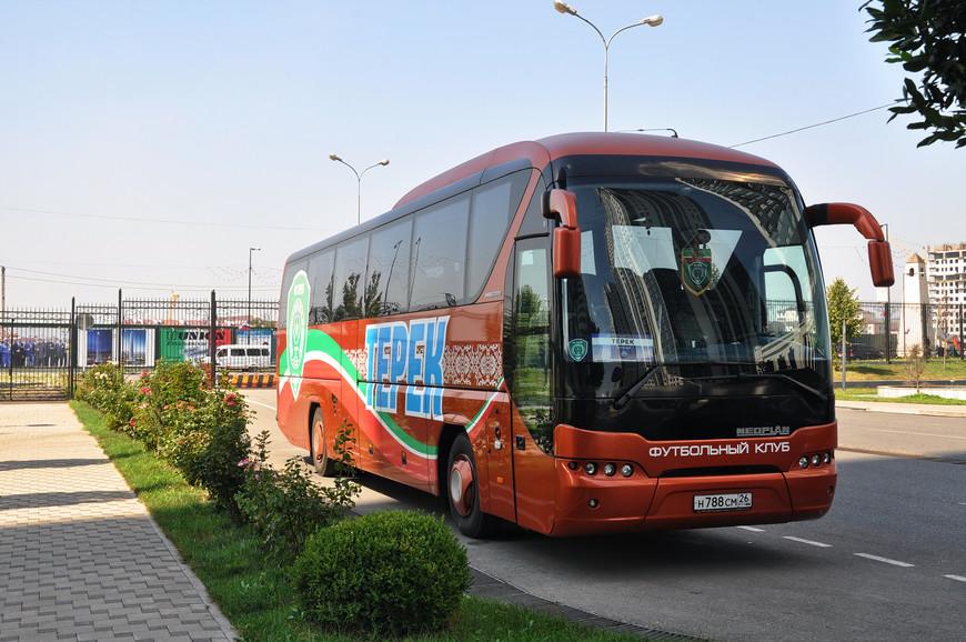 17. Автобус футбольной команды Терек. Очень странно, что он на ставропольских номерах, очень удивило.