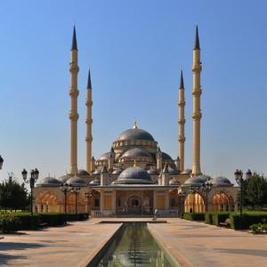 18. Мечеть очень красивая, интересно, что стилистика мечетей по всей Чечне очень схожа, в следующий раз покажу мечети из других городов, сложно отличить друг от друга.