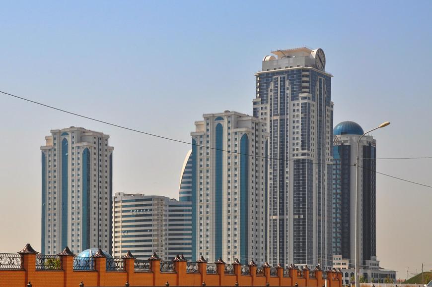 26. Богатые жители города живут не только в этих квартирах.