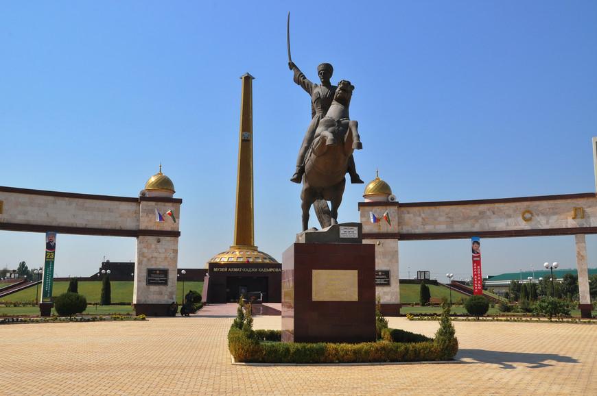 35. Площадь мемориала 5 гектар, включает он в себя музей, парк и несколько памятников.