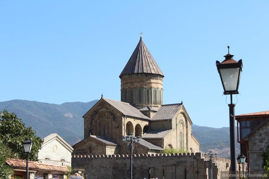 Храм Светицховели. Самый большой, самый главный собор всей Грузии.   Главный объект туристического паломничества в Мцхете.