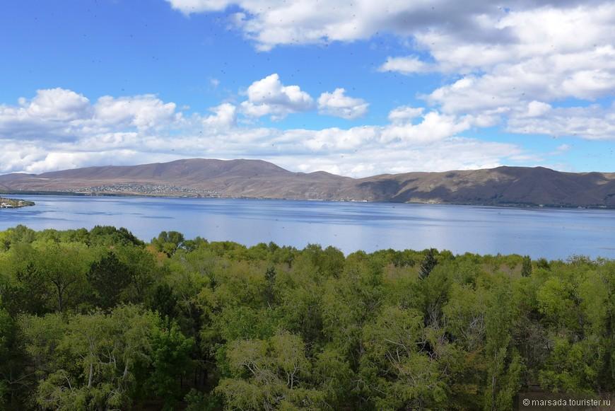 и даже не верится, что предыдущее фото  - это буквально 10 км от озера Севан