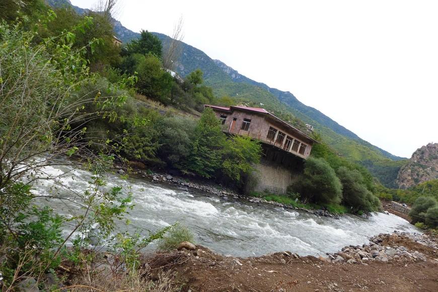 а это в районе Ванадзора - стремительная горная речка