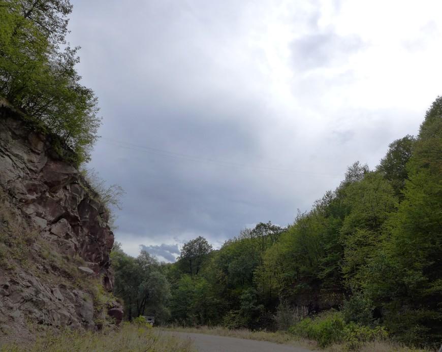 какими-то горными дорогами, куда нас завел доблестный яндекс-навигатор