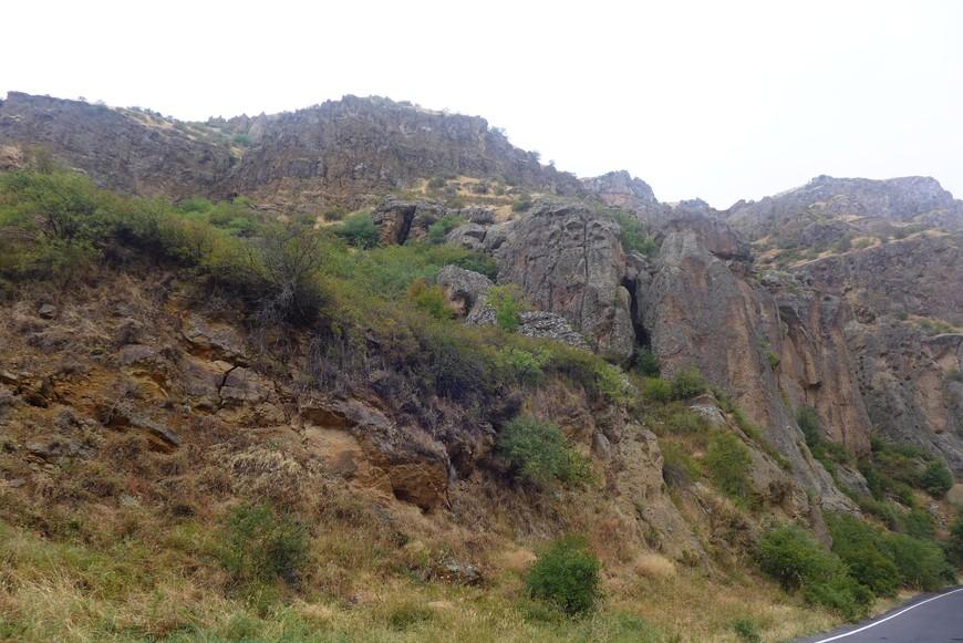 Всё чаще камни и скалы