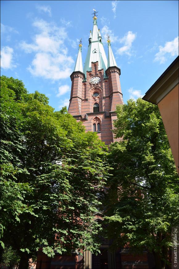 Церковь Святой Клары - приходская лютеранская церковь неподалеку от Центрального вокзала.  Церковь была освящена в честь святой Клары Ассизской, основательницы ордена клариссинок.