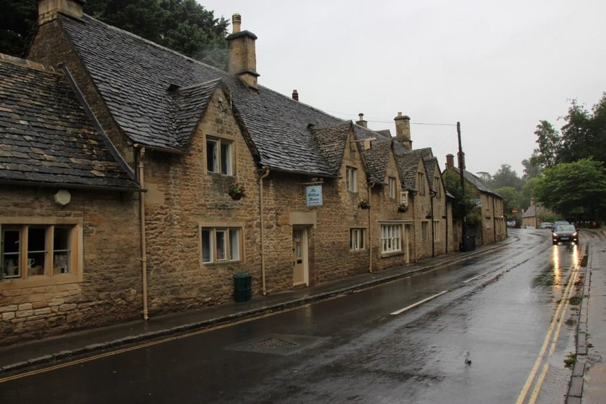 """Эта деревня писателем Вильямом Моррисом описана как """"самая красивая деревня Коутсолда"""".  Эта гостиница названа его именем."""