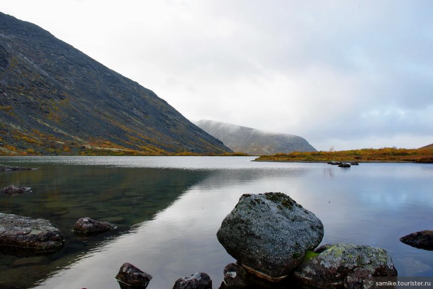 Озеро Тахтаръявр у горы Юдычвумчорр.