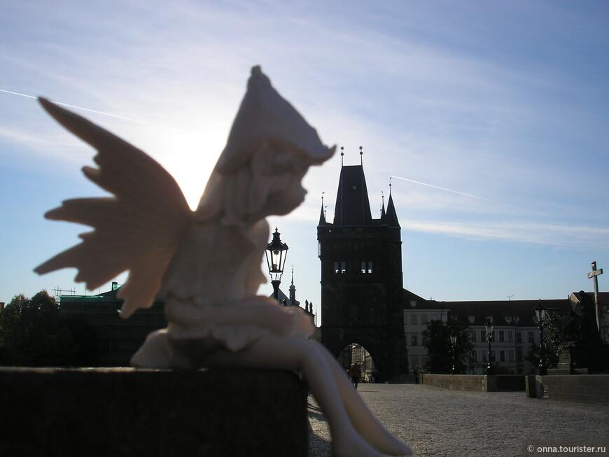 Кукла с греческого «куклос» - круг, нечто свёрнутое.  Первую куклу нашли в Чехии ей 30тысяч лет, она из кости мамонта, мужского рода. А первая марионетка была женщиной « Марион» - «маленькая Мария»  Сейчас в Праге есть музей игрушек и есть одна восковая куколка «Иезулатко» - младенец Иисус, посмотреть на неё и помолиться ей приезжают католики всего мира