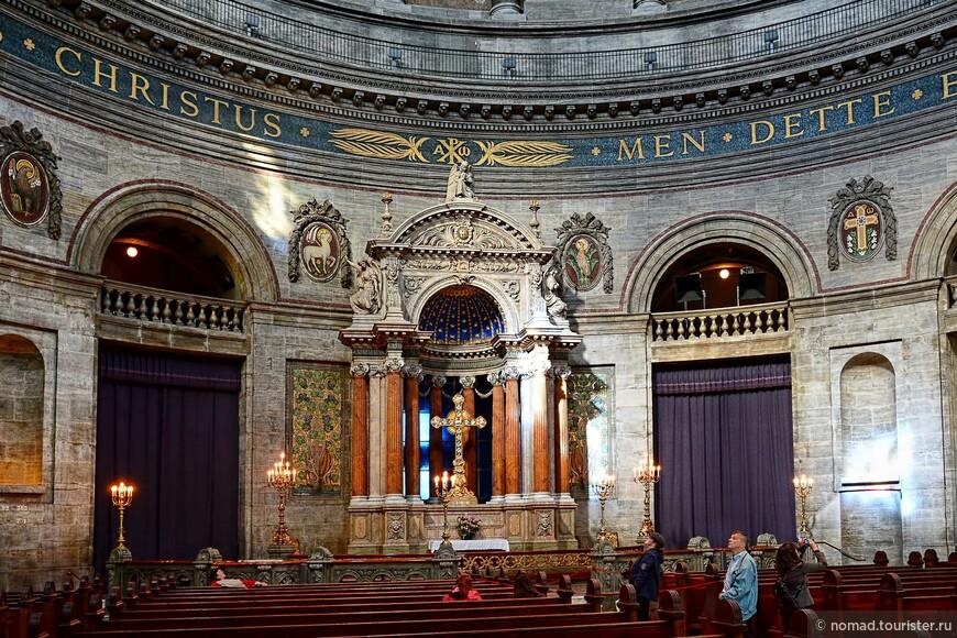 Церковь начали строить, но в связи с отсутствием финансирования, процесс был крайне неспешным. в 1770 году оригинальный проект церкви был окончательно отвергнут неким Струэнзе, уполномоченным короля Кристиана VII, а по совместительству и любовником его супруги, королевы Каролины Матильды.