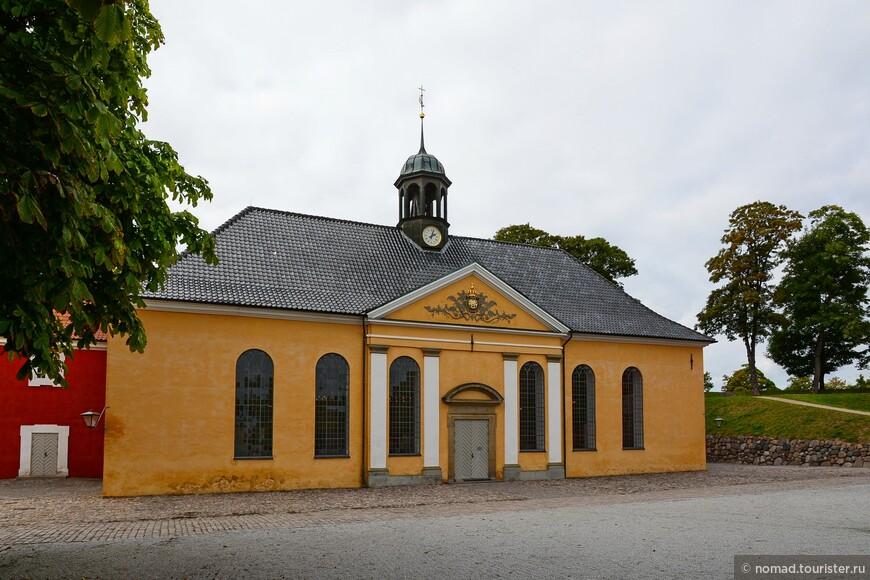 В крепости есть своя церковь - как же без нее...