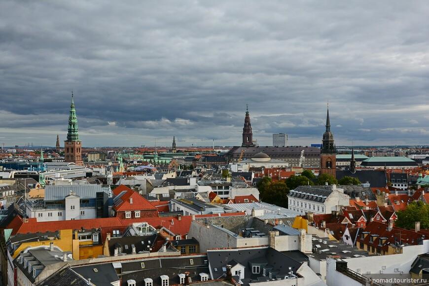 Нравятся мне такие невысокие города, проткнутые шпилями церквей, а не небоскребами....
