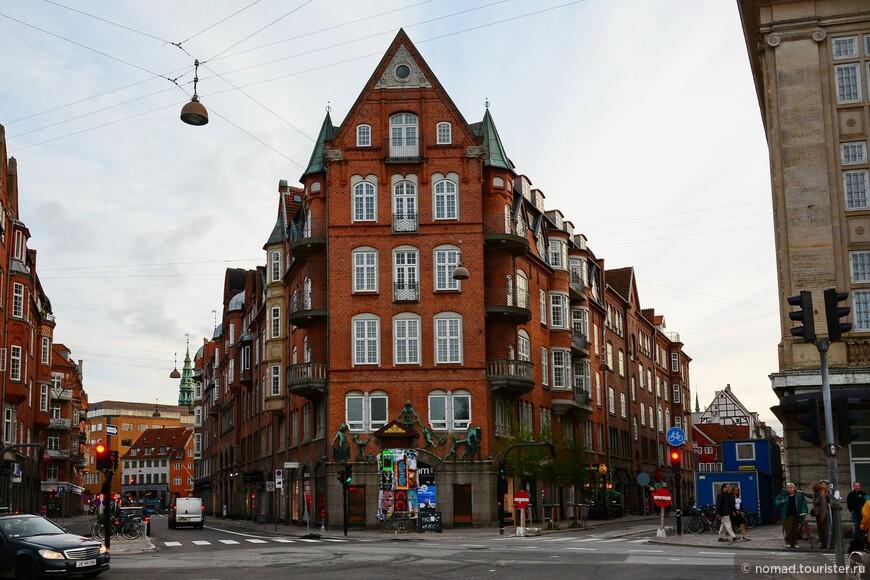 Уже писал, что в Копенгагене можно фотографировать практически любой домик - все они безумно хороши!!!
