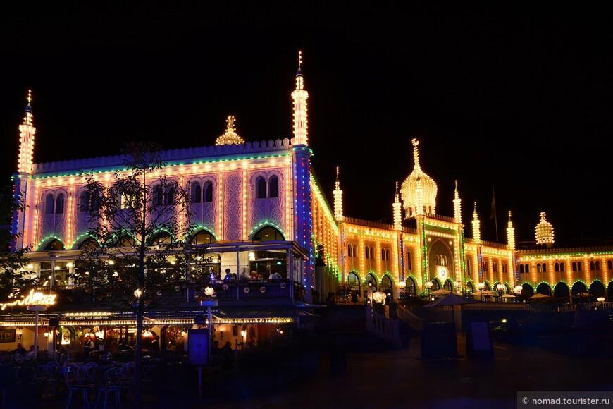 ... арабсккую мечеть или даже дворец из сказок 1001 ночи...