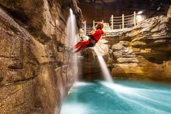 Первый в мире крытый каньонинг-парк открылся во Франции