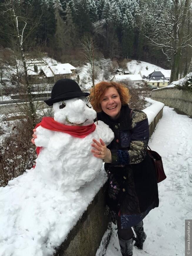 Снежная зима! Снеговичок симпатичный получился у замка Штэренберг.