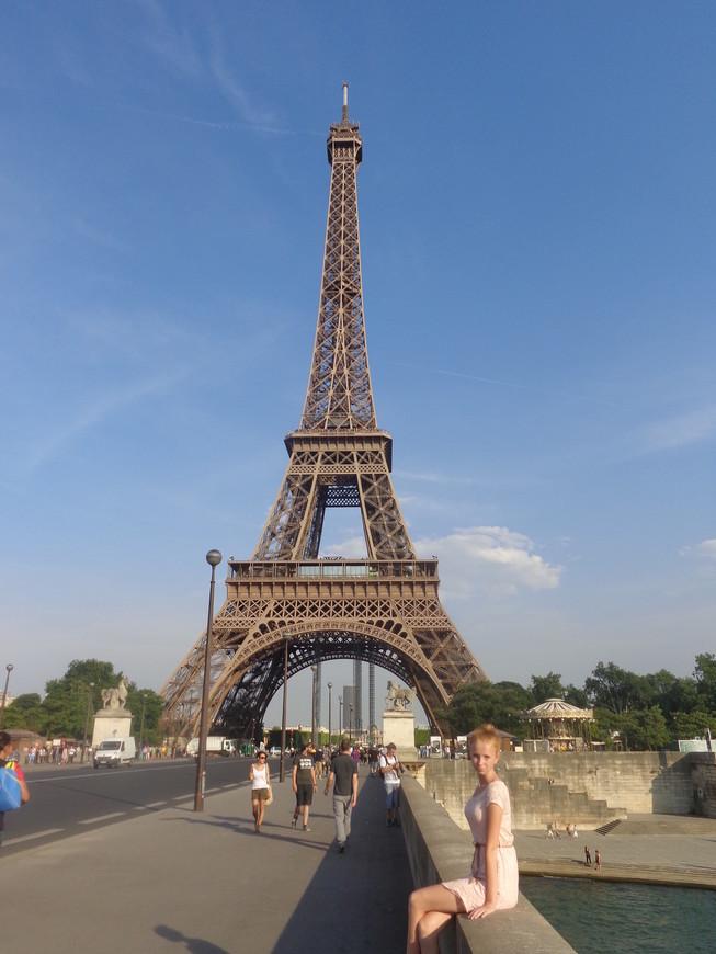 Эйфелева башня - символ Франции. Год построения 1889. Автор-инженер Гюстав Эйфель.