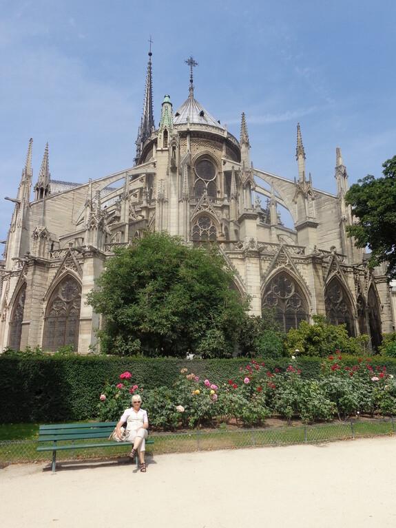 """Аспида собора Нотр-Дам-дэ-Пари - одно из самых """"смелых"""" произведений средневековой готической архитектуры. Радиус аркбутанов достигает 15 метров!"""