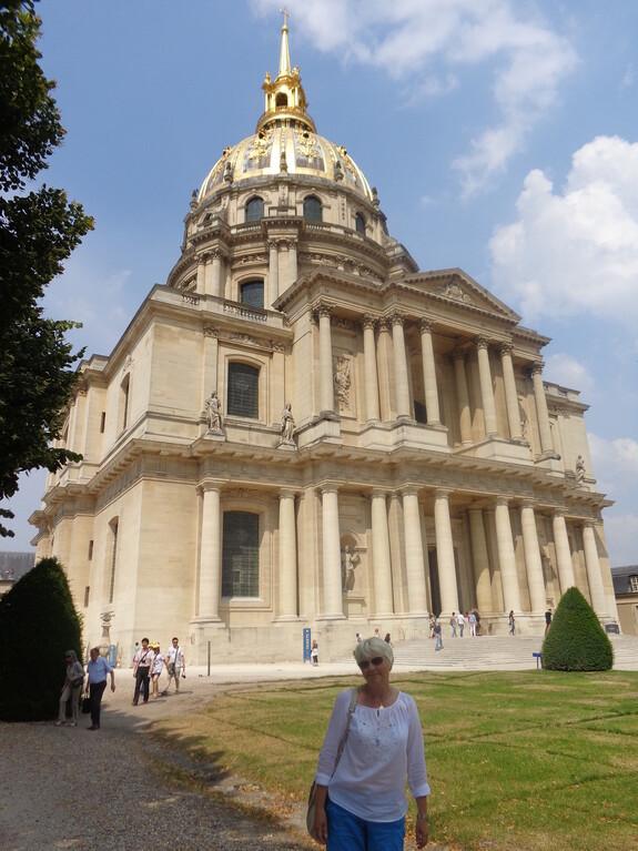 Собор Инвалидов, где находится могила Наполеона и его сына Орленка, умершего в Вене в 1832 году от туберкулеза. Вход 10 евро.