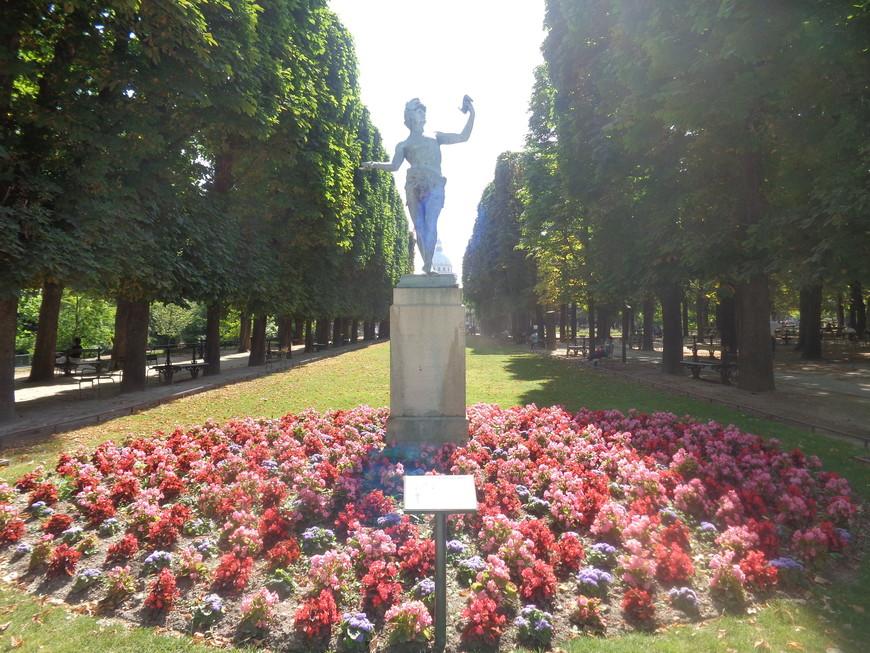 парк у Люксембурского дворца в Париже.