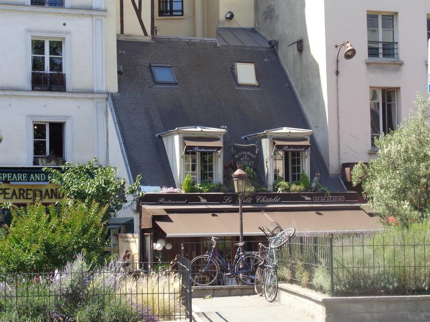 Таких вот домиков и в Латинском квартале Парижа осталось очень мало....