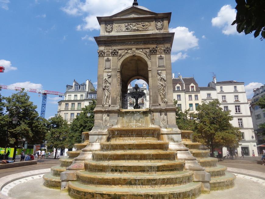 Фонтан Невинных - самый старинный фонтан Парижа. Шедевр французского ренессанса. 1547-1550 год.