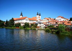 Вид на Тельчский замок