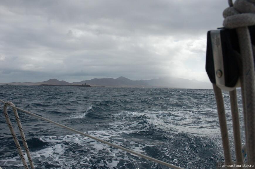 Вскоре маяк на самом крайнем мысе острова остался позади. Наш путь лежал к Гран-Канариа.