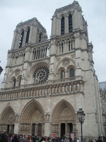 Нотр-Дам-дэ-Пари - собор Парижской Богоматери-главный кафедральный собор Франции известный во всем мире! Строительство велось с 1163 по 1345 год. Во времена Великой французской революции (1789-1799г.г.) был под угрозой сноса, но обошлось... Был посвящен Богине Разума, в 1802 году собор был вновь освящен, как раз к коронации Наполеона I папой Пием VII-, Париж