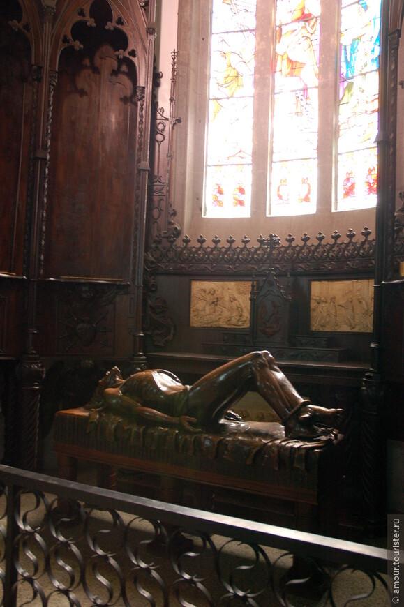 Фигура покоящегося Христа работы местного скульптора Мануэля Рамоса Гонсалеса (1899-1971).