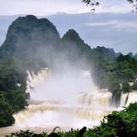 Красота природы безгранична. И водопад Дэтянь тому подтверждение