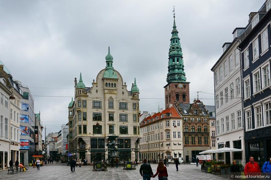 Вид площади в сторону церкви Святого Николая.