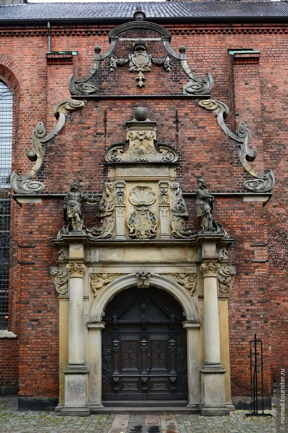 Сегодняшний вид церковь сохранила с 18 века, когда она была практически полностью уничтожена пожаром, и восстановлена в стиле барокко.