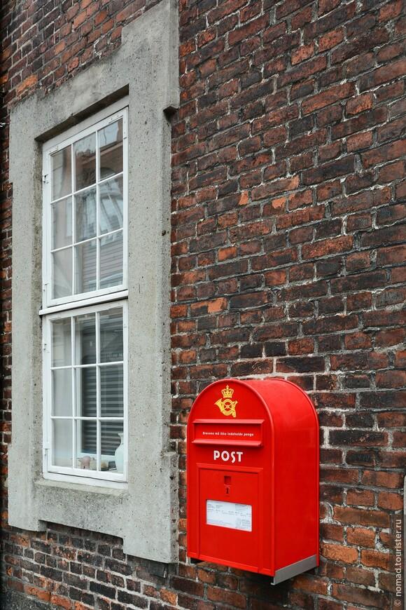 Просто почтовый ящик... Мне он напомнил британскую телефонную будку... ))