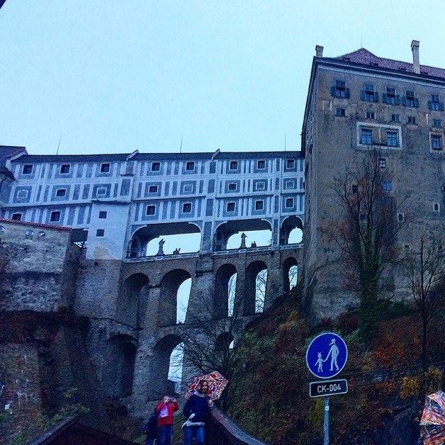 Плащевой мост, соединяющий 4 и 5 надворье замка Чешский Крумлов.