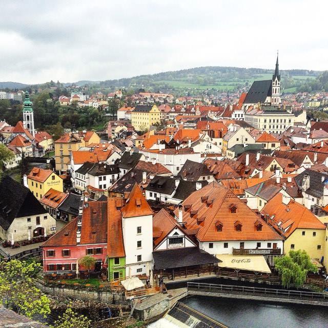 Вид на Старый город в Чешском Крумлове из одноименного замка.