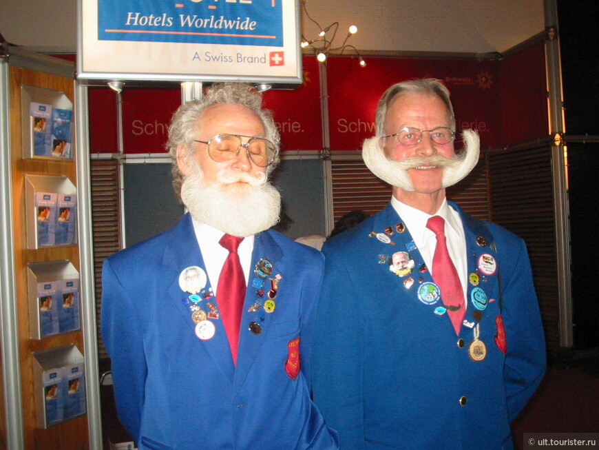 Немцы с усами на выставке ежегодно. И усы все длиннее)))