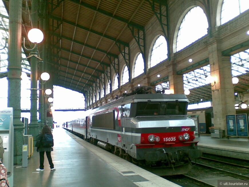 Вокзал. В Берлине есть у-бан и с-бан: наземный и подземный поезд. Это очень удобно