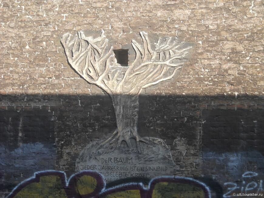 Станции украшены граффити