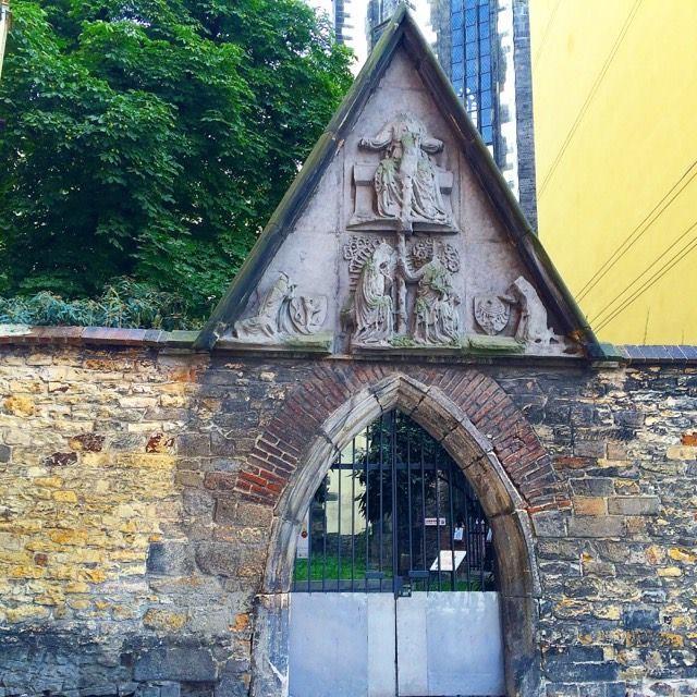старый вход на территорию монастыря франтисканцев.