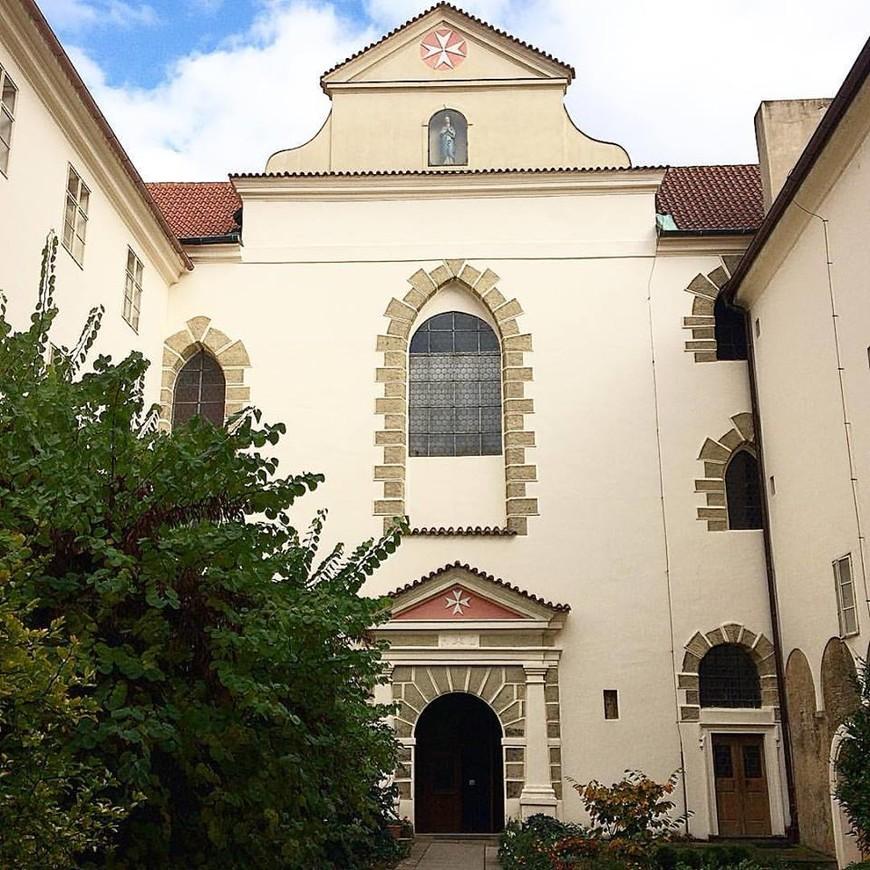 Костел девы Марии под цепью.